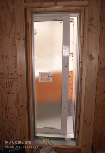 サービスバルコニーのドア